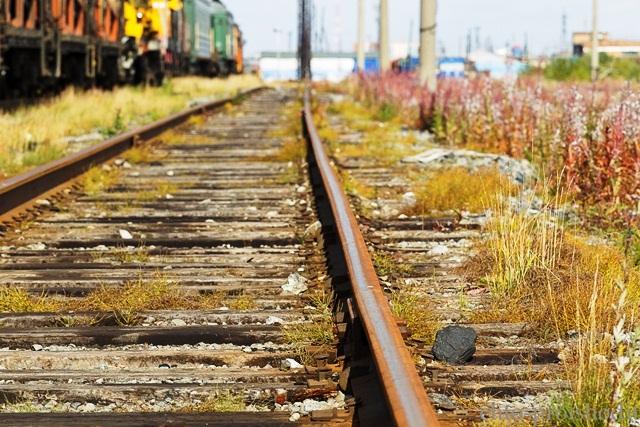 под колесами поезда погиб - фото
