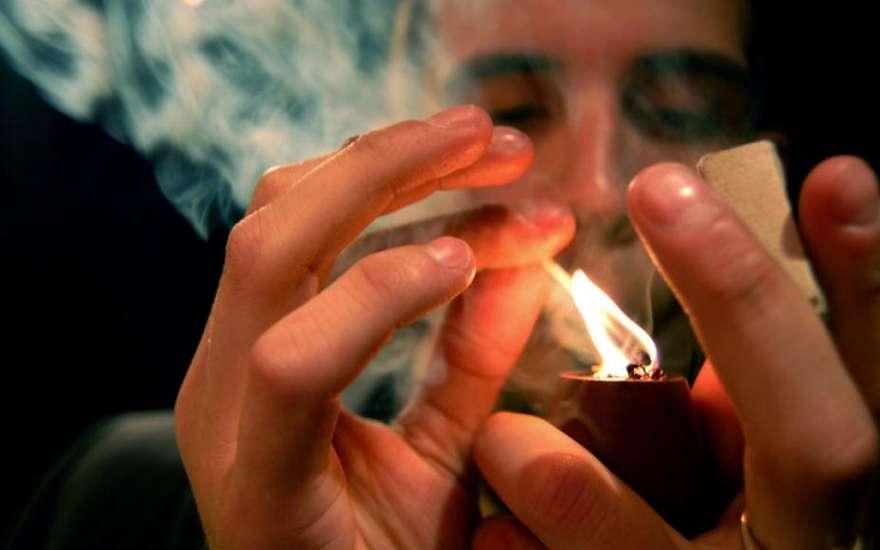 В Пинском районе мужчина угрожал матери поджогом, требуя денег на выпивку