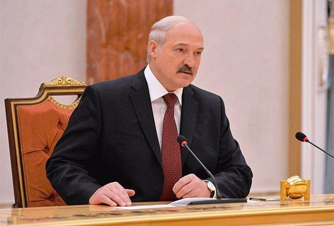 Малохольным и малодушным не место в руководстве - Лукашенко