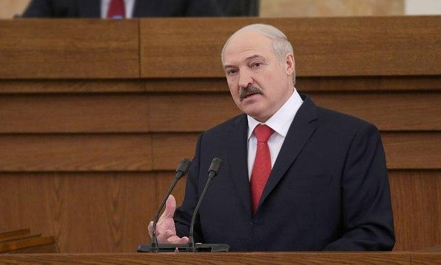 Лукашенко: экономике Беларуси придется ужаться во всем