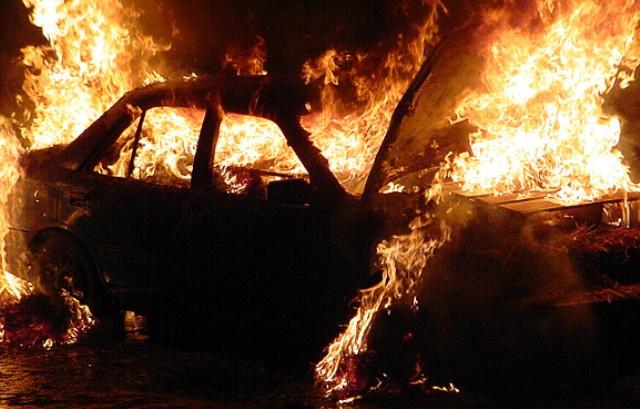 Пинск: от взрыва Audi выбило окна в двух домах