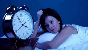 Медики из «Центра здорового сна» назвали 8 основных причин бессонницы.