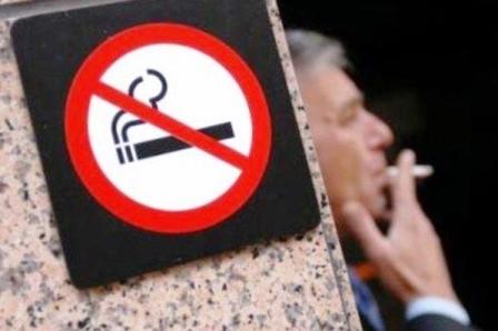 Лукашенко призвал искать новые подходы в борьбе с курением