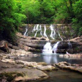 poezdka-v-adler-zmeikovskie-vodopady