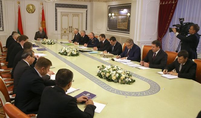 Александр Лукашенко: Жизнь заставляет нас считать каждую копейку