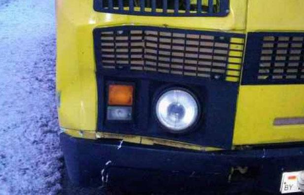 Ученический автобус сдетьми сбил женщину вКобринском районе