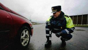 ГАИ начнет штрафовать водителей за летнюю резину с 1 декабря