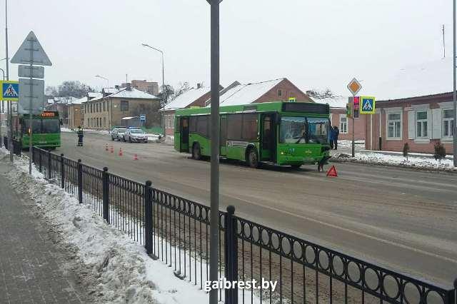 ДТП вПинске: лунинецкий автобус сбил напешеходном переходе женщину