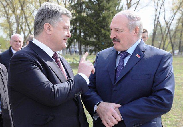 Порошенко пригласил Лукашенко приехать в Украину с визитом летом
