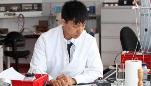 Китайские химики научились превращать воздух в бензин