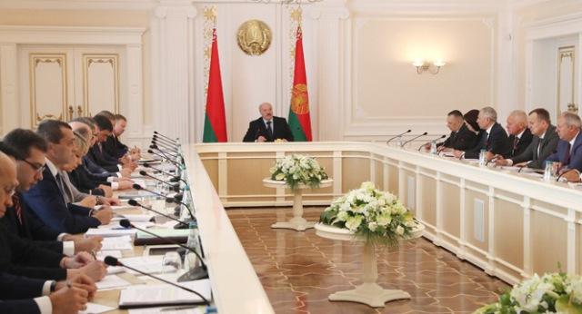 Лукашенко подверг критике выискивание «блох у предпринимателей»
