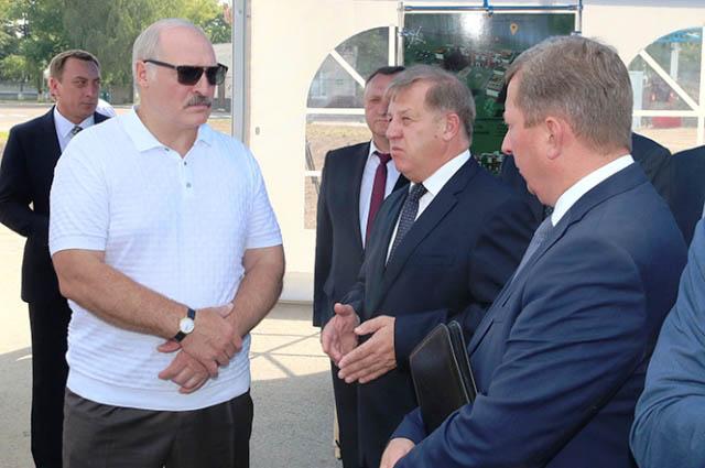 Лукашенко о зарплатах: средняя по стране может быть и 1500 рублей