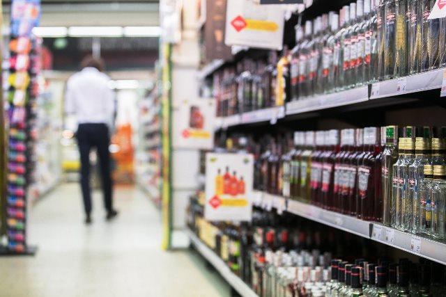 Ежедневно в Пинске реализуется более 16 тысяч литров алкогольных напитков