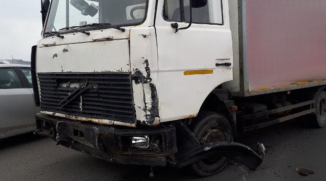 Грузовой автомобиль и БМВ столкнулись под Брестом: 1 человек умер