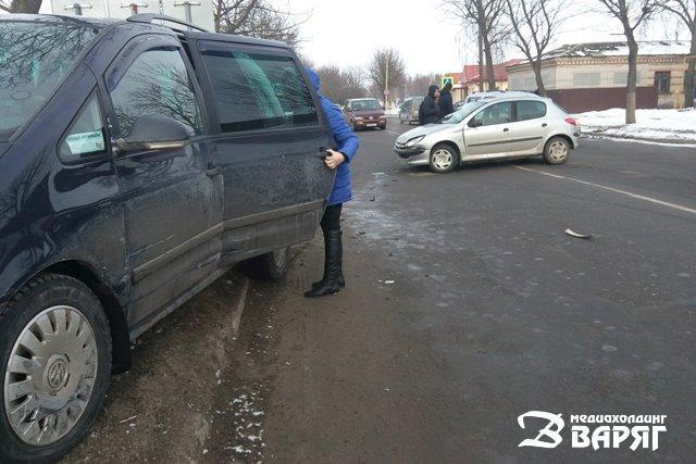 ФОТО: Два ДТП в нескольких метрах друг от друга произошли в Пинске на ул. Рокоссовского