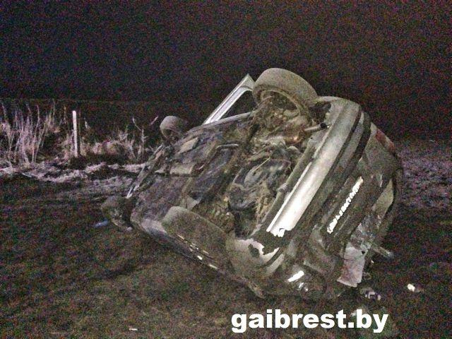 ДТП в Пинском районе: водитель Opel на скорости вылетел в кювет - фото