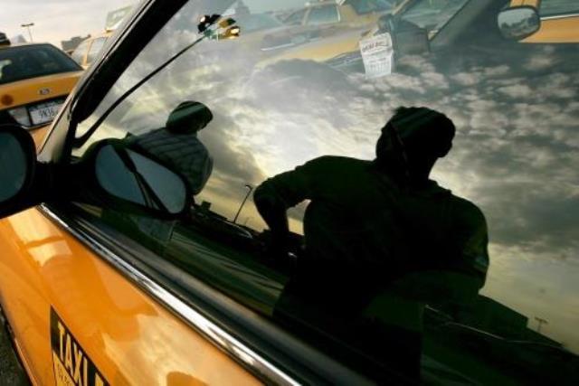 Буйные пассажиры: в Пинске избили таксиста - фото