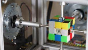 рекорд по сборке кубика Рубика - фото