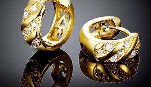 Золотые серьги: разновидности и правила выбора - фото
