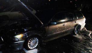 В Пинске загорелся автомобиль BMW 525 - фото.