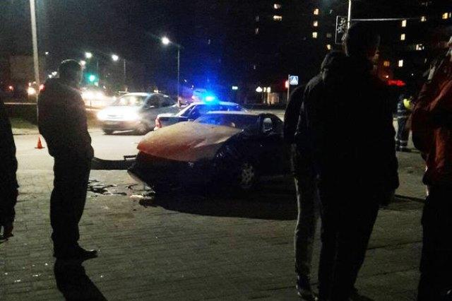 ДТП в Пинске: ехавший на красный автомобиль ГАИ столкнулся с Opel - фото