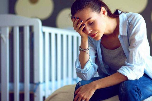 Послеродовая депрессия - признаки, причины, лечение - фото