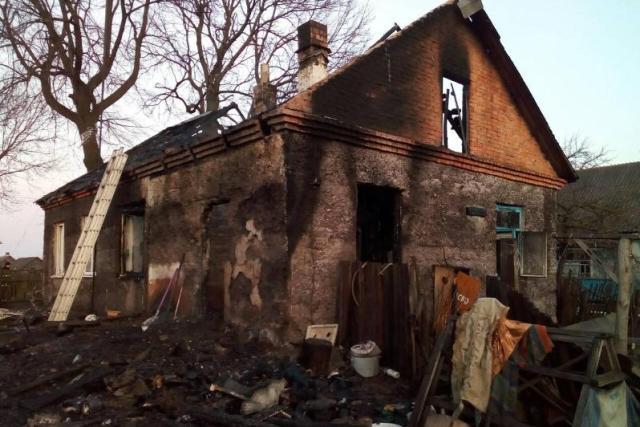 Пожилые супруги заживо сгорели на пожаре в Пинском районе - фото