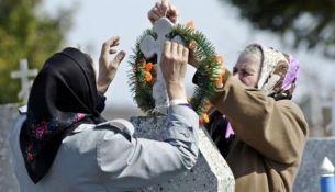 Православные белорусы отмечают Радуницу - День поминания усопших - фото