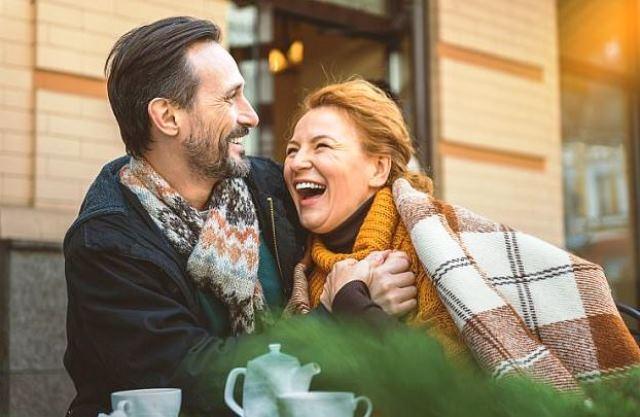 Ученые назвали самый счастливый период в браке - фото