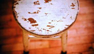 В Пинске мужчина избил табуреткой сожительницу - фото