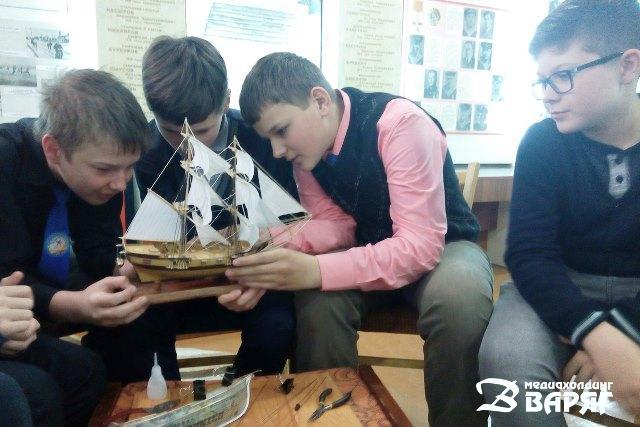 Ко Дню Победы в музее СШ №2 провели цикл тематических мастер-классов - фото