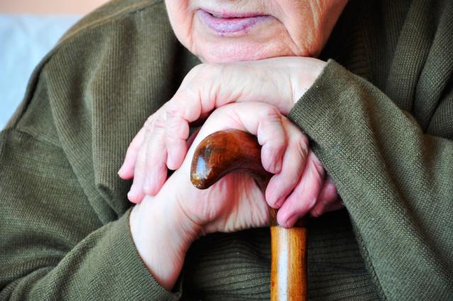 В Пинске хулиган избил пенсионерку - фото