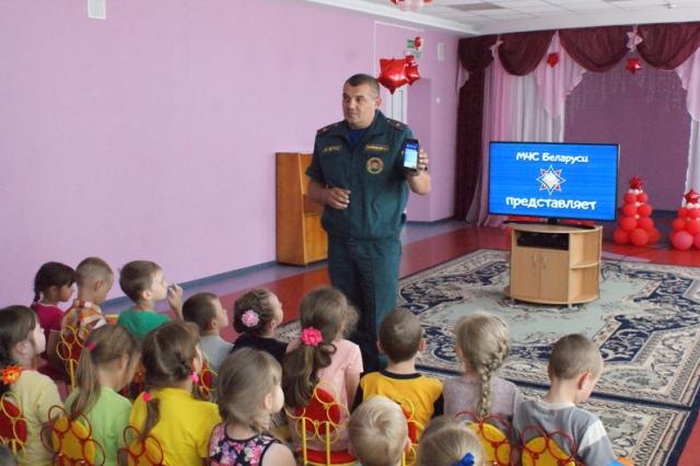 Спасатели в детском саду - фото