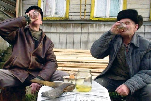 В Пинском районе во время недельной пьянки обокрали пенсионера - фото