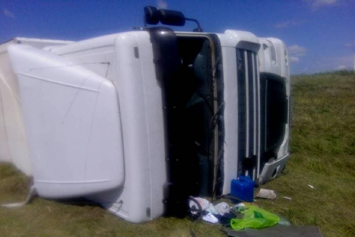Под Кобрином пьяный водитель перевернулся на фуре и хотел убежать - фото