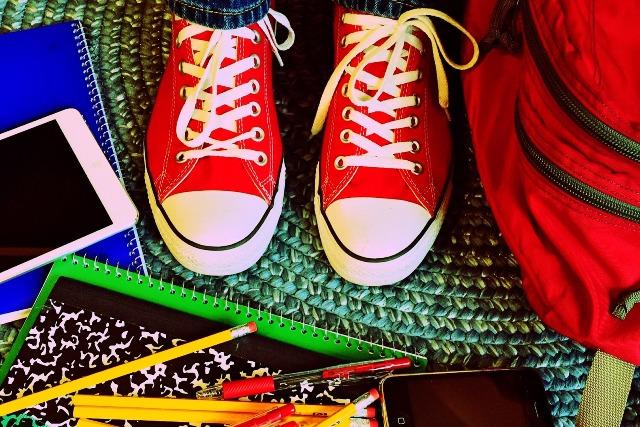 Школьные принадлежности - фото