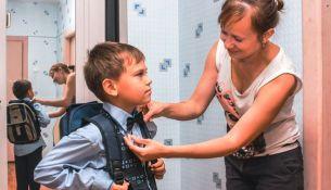 В Пинске материальную помощь к учебному году уже получили 798 школьников из многодетных семей - фото