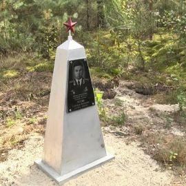 Памятник А. Усову - фото