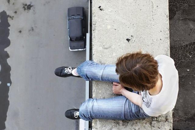 рост количества самоубийств - фото