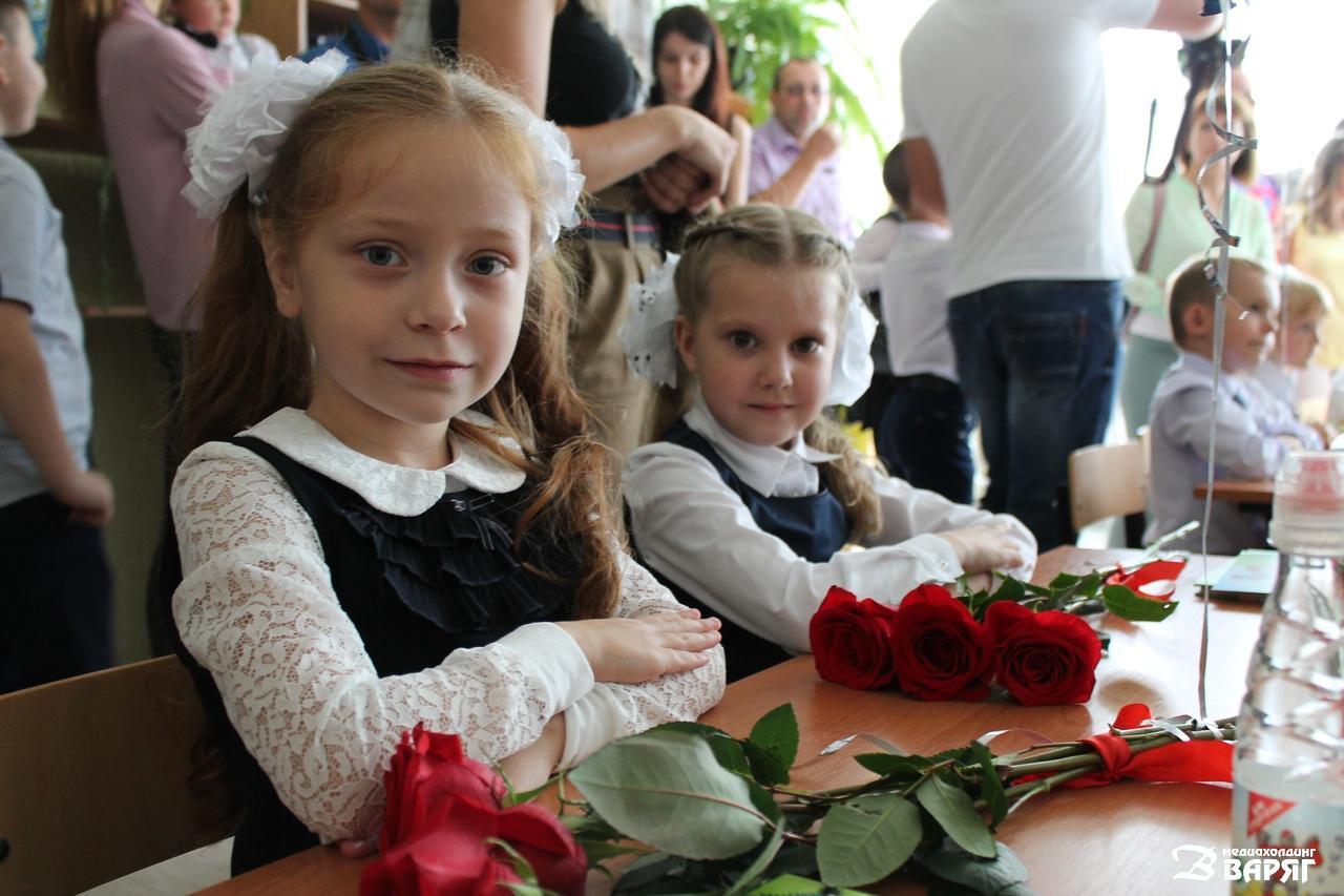 В школах и гимназиях Пинска прошли торжественные линейки - фото