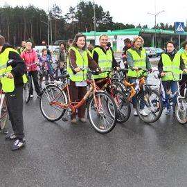 Велосипедисты в Логишине - фото