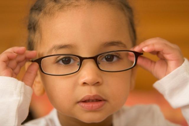 Как закапывать капли в глаза ребенку: советы, фото