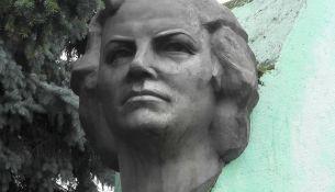 Памятник Вере Хоружей - фото