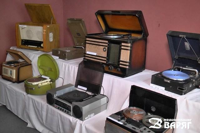Выставка магнитофонов - фото