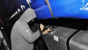 водитель автобуса похитил полтонны бензина - фото