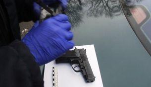 В Пинске пьяный хулиган угрожал пистолетом прохожему - фото