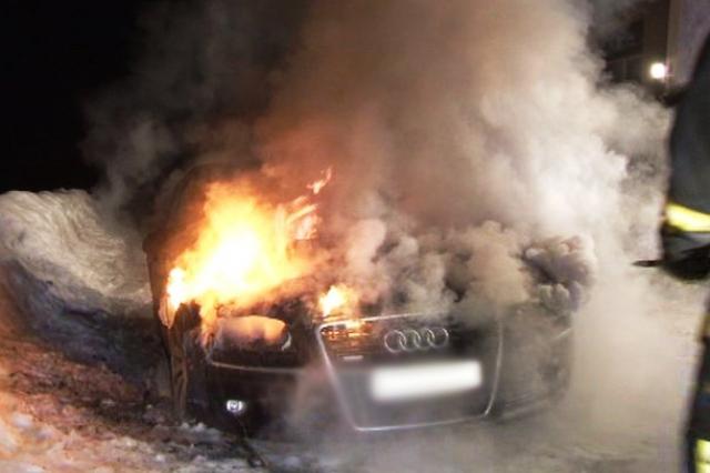 горел автомобиль - фото