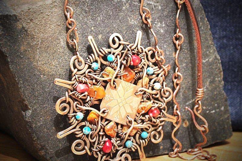 Пинчанка Лариса Скроба создает уникальные украшения из меди - фото