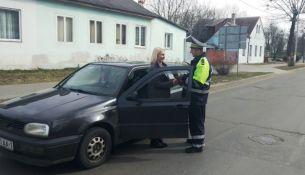 ГАИ вышли на дороги Пинска с цветами - фото