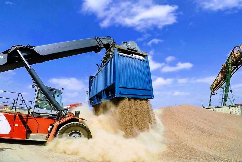 Транспортировка сыпучих грузов - фото